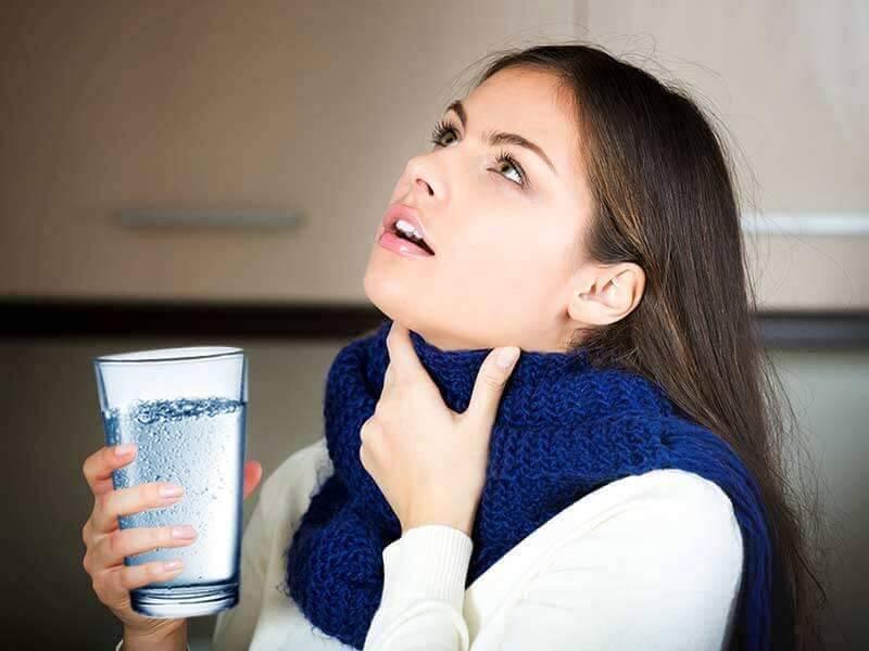 Как справиться с заболеваниями, при которых у ребенка першит в горле