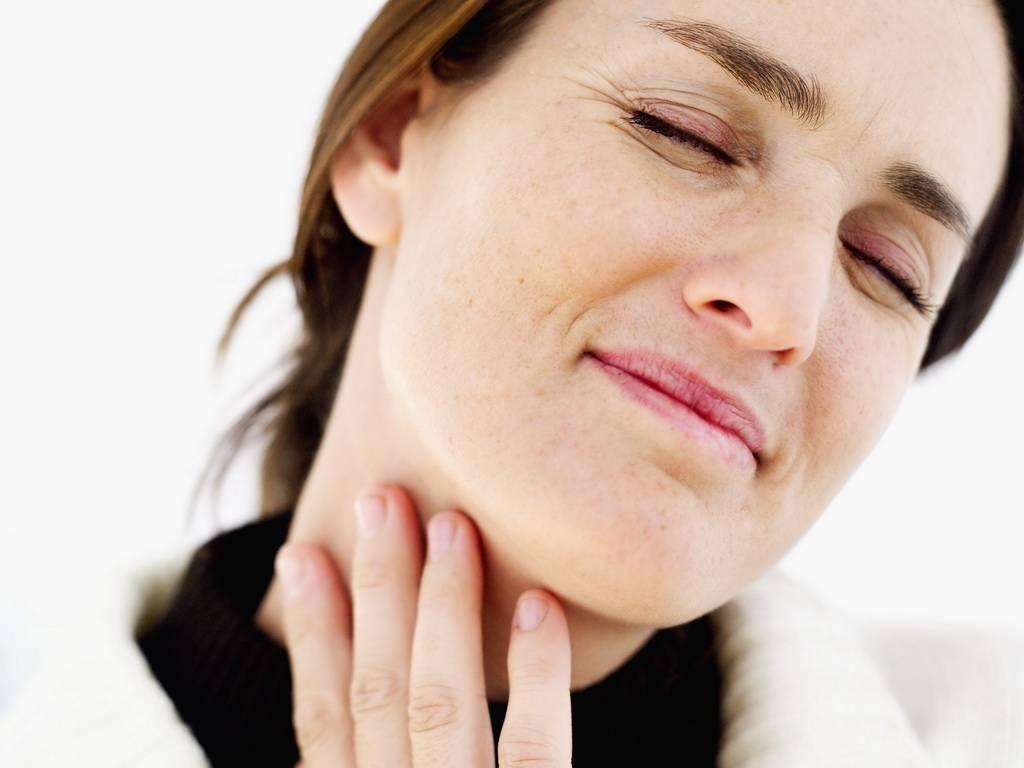 Першит в горле и хочется кашлять, першение в горле вызывает кашель, как лечить?