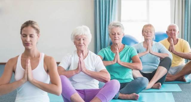 Комплекс гимнастики для пожилых женщин