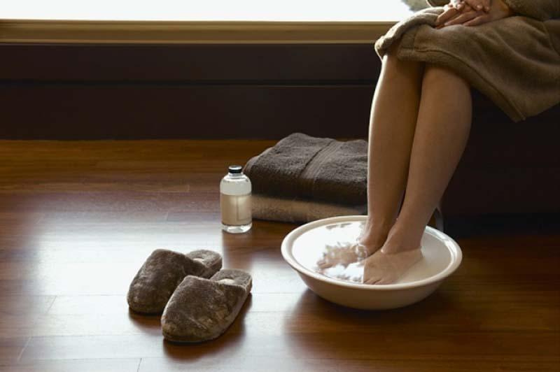 Как парить ноги с горчицей ребенку при кашле и насморке: важные правила