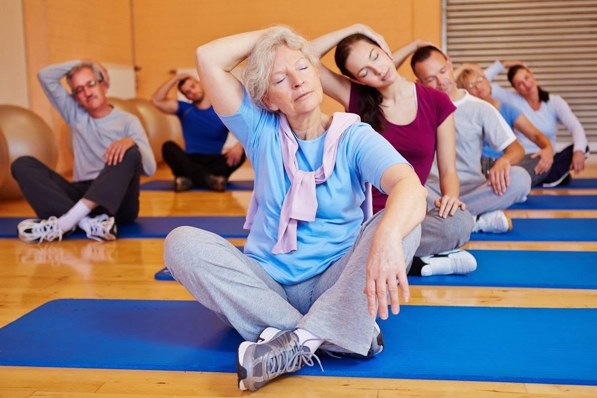 Утренняя гимнастика кому за 60 — 65 лет: видео