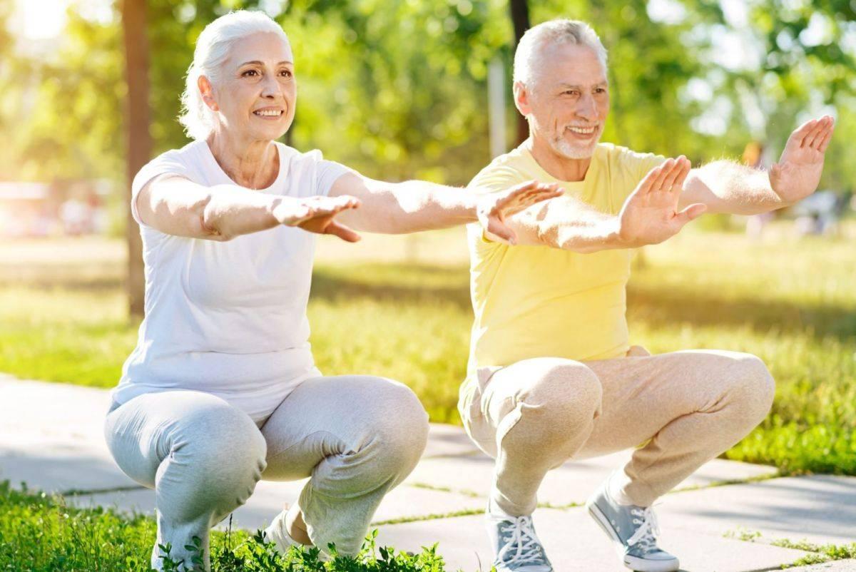 Зарядка для женщин после 40-50-60 лет утренняя на каждый день, упражнения для пожилых