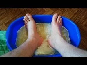 Как парить ноги при простуде: польза горячих ванночек, техника, рецепты