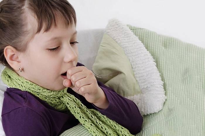 Как лечить горло и сильный кашель у ребенка