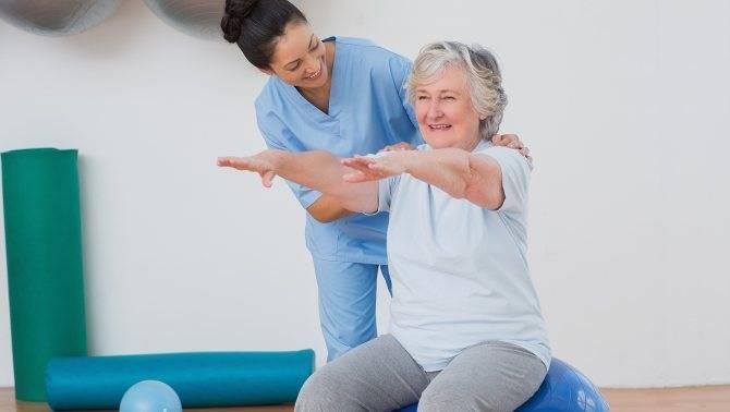 ? утренняя зарядка для женщины после 60 - 65 лет: ⏰видео в домашних условиях