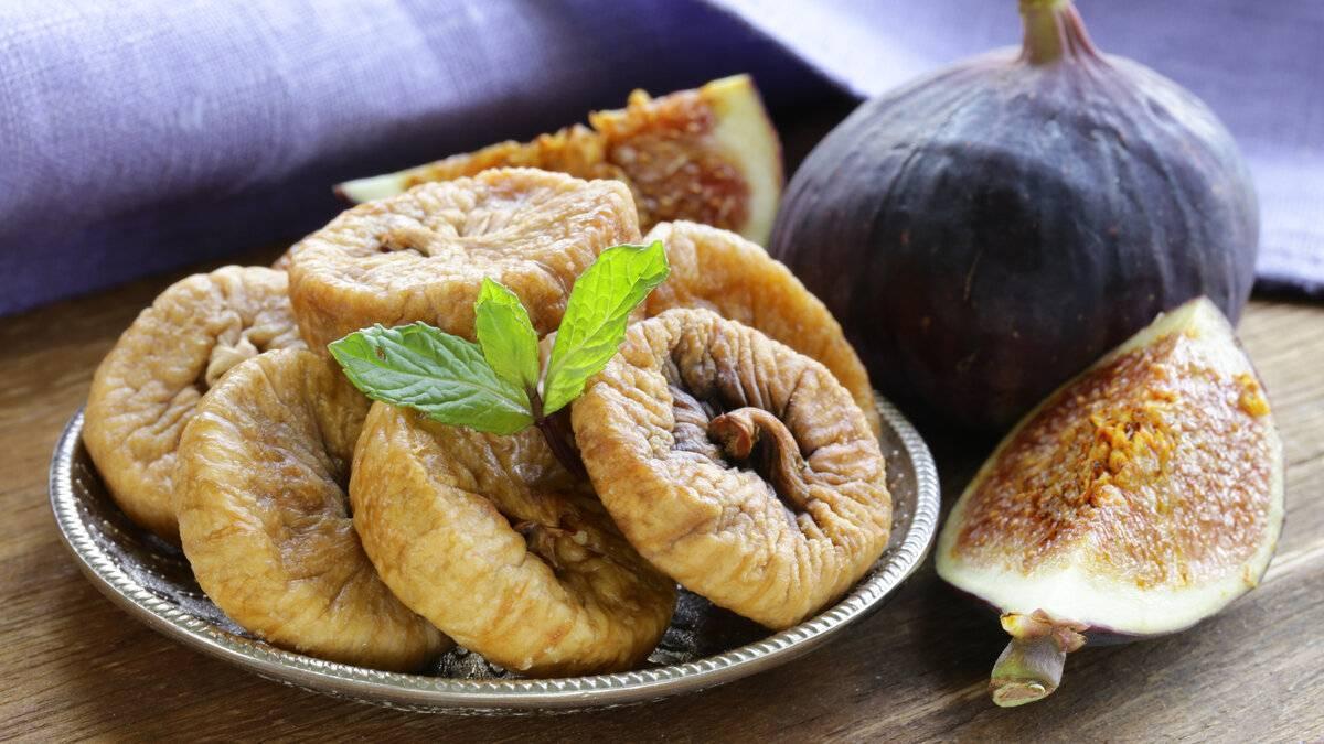 Можно ли сливы при гастрите и какими свойствами обладают плоды?