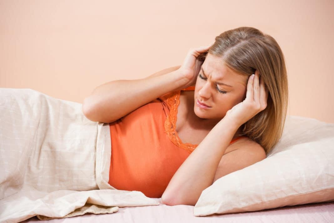 Головная боль при беременности — нужно ли обращаться к врачу?