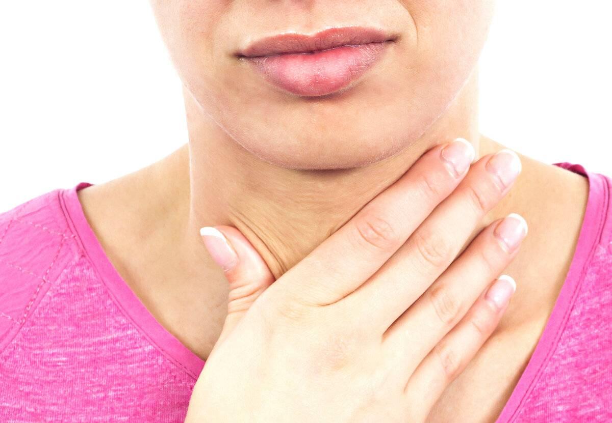 У ребенка першит в горле: причины и методы лечения