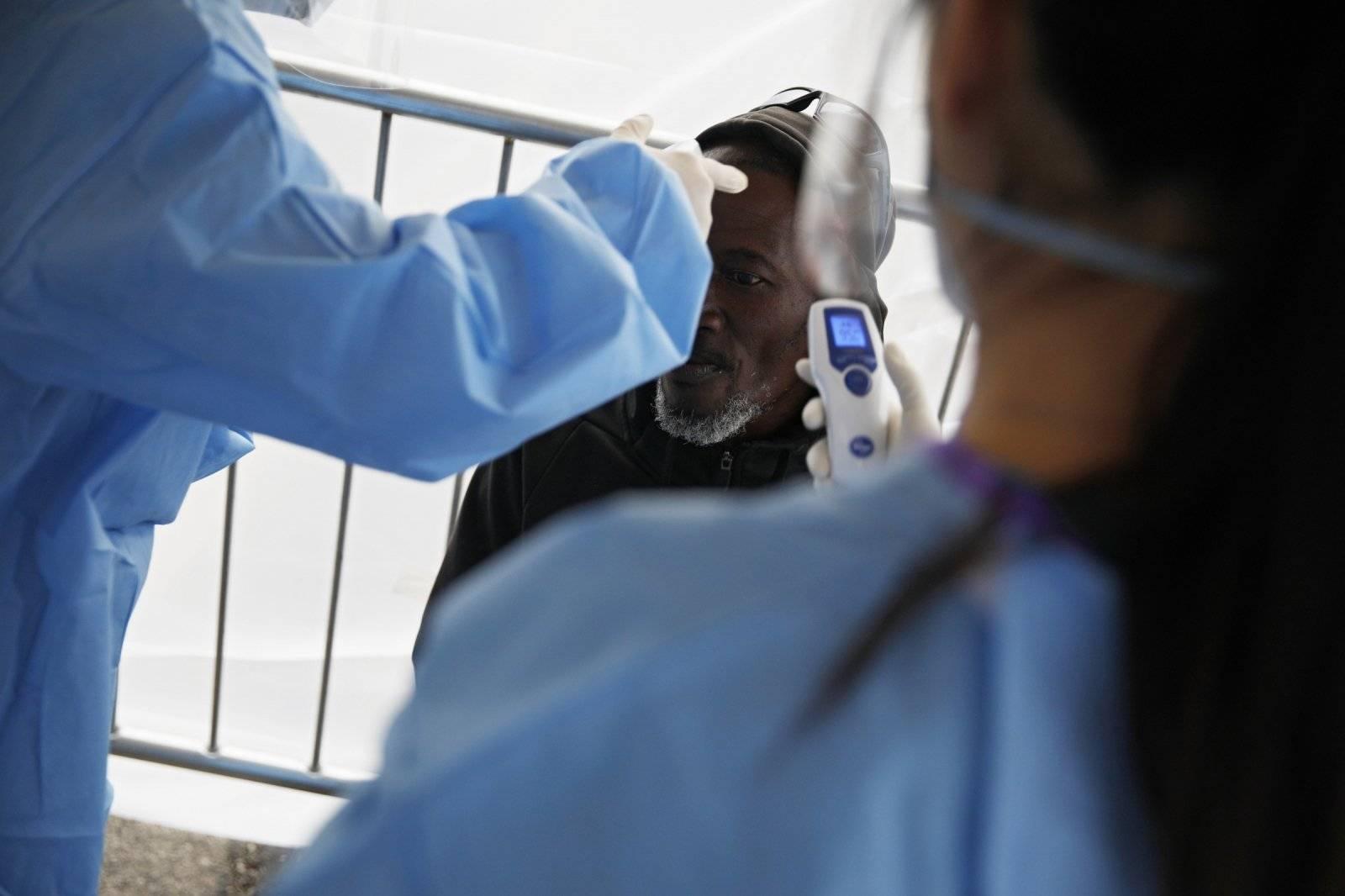 Вирус морю не помеха: врачи рассказали, как не подхватить заразу на побережье