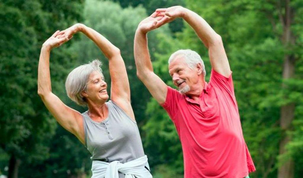 Зарядка для пожилых людей за 50-60-80 лет женщин, мужчин. видео утренняя, китайская, японская, лечебная в медленном темпе