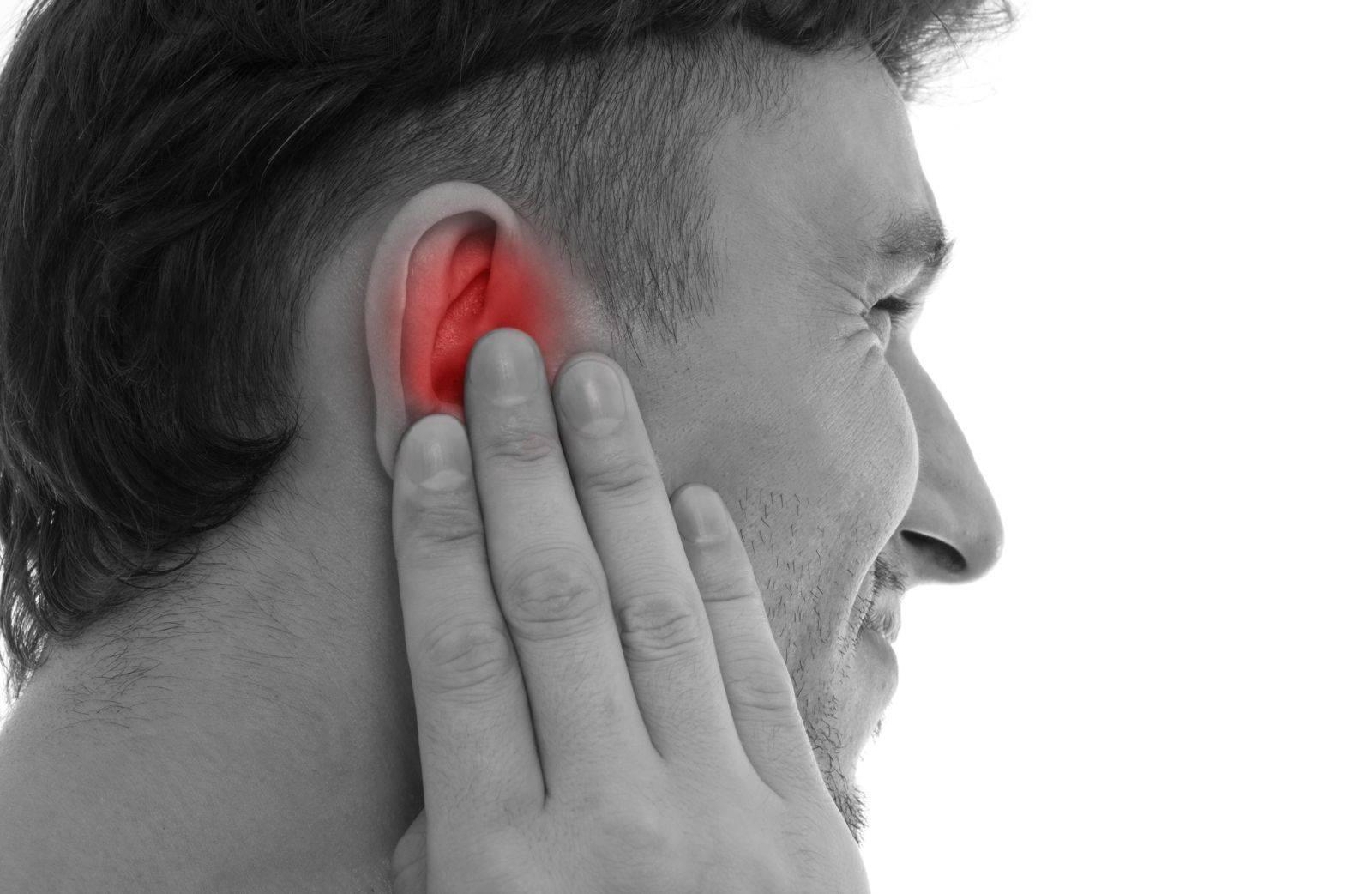 Болят уши при простуде: возможные причины и лечение