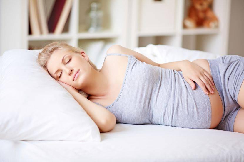 Варианты отдыха на подушках для беременных в зависимости от модели изделия