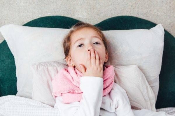 У ребенка сопли и осип голос: причины, симптомы и лечение