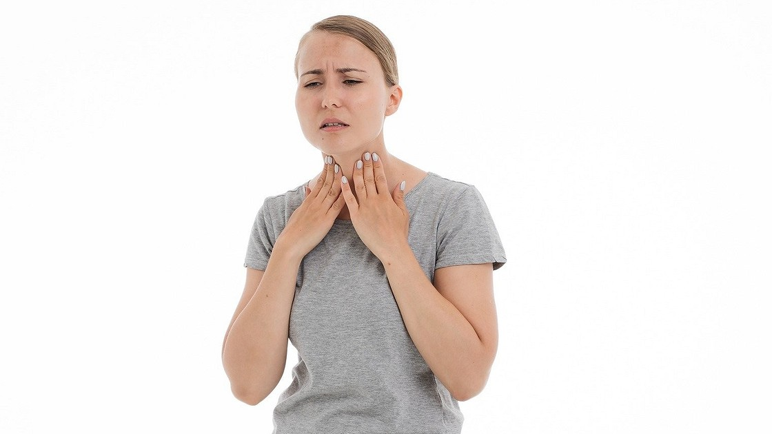 Першит горло и хочется кашлять, а простуды нет: причины першения и необходимое лечение | lisa.ru