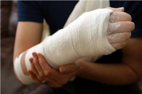 Болят мышцы руки от плеча до локтя: причины, диагностика и лечение