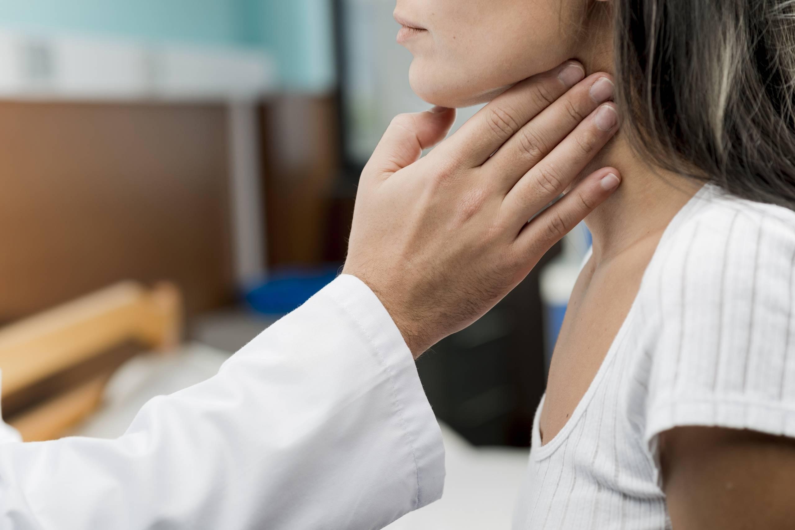 Першение в горле и сухой кашель: лечение. причины, рецепты