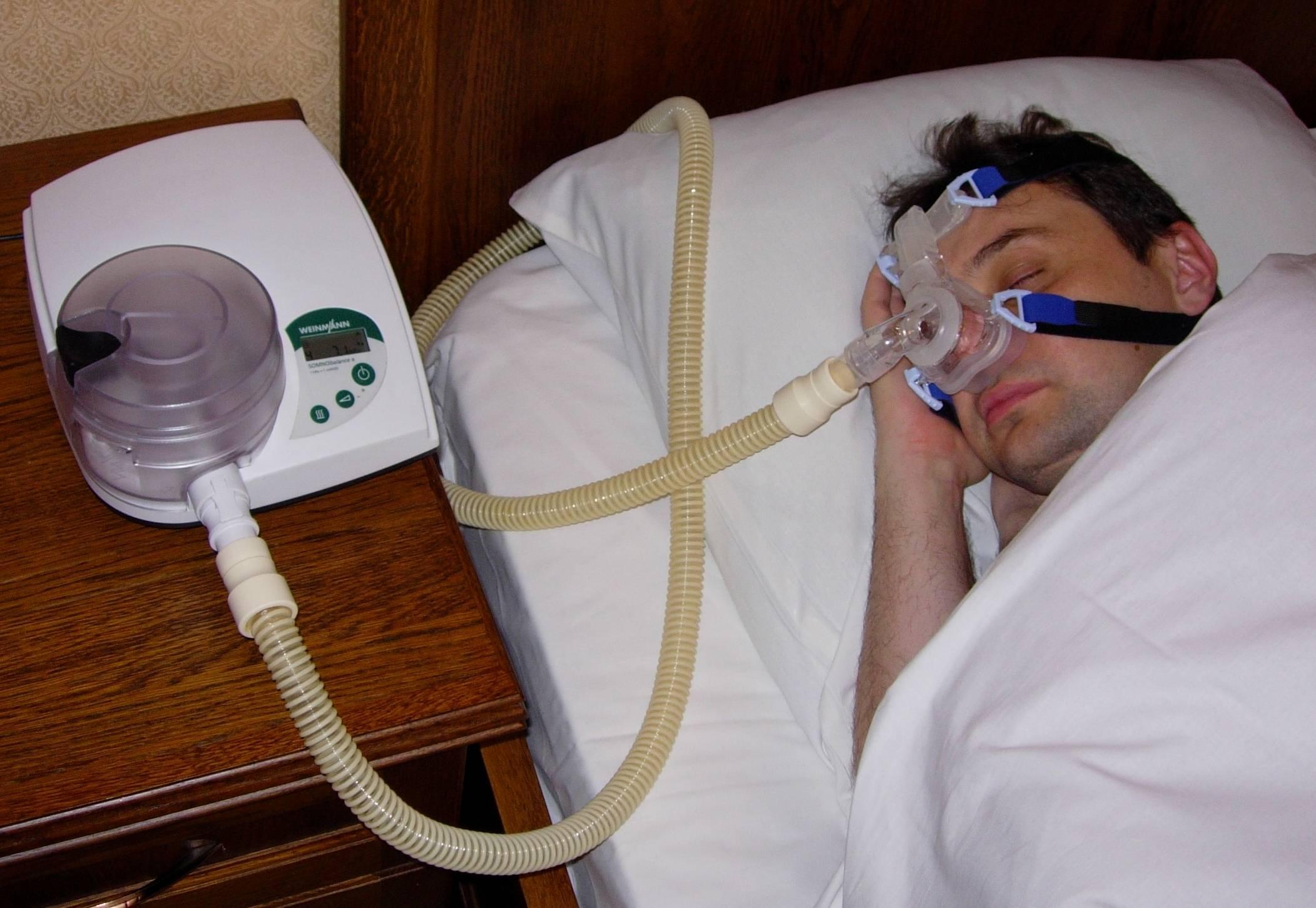 Лечение апноэ: как избавиться от временной остановки дыхания во сне, где найти специалиста по этому недугу, причины появления ночного храпа, в каких клиниках работают с этим синдромом, а также тренировка апноэ и аппарат по борьбе с ним